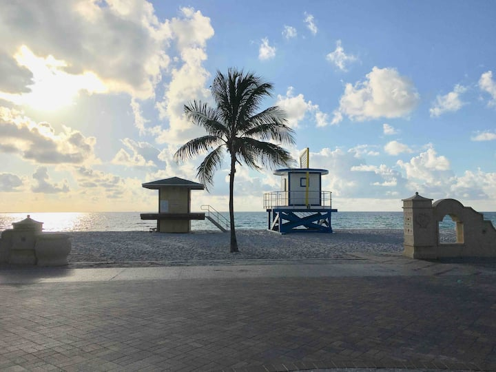 Tropical Paradise Beach Condo 1bd/1bth Sleeps 4