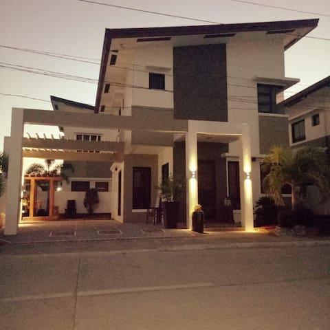 ROB Home (One Hundred Island)