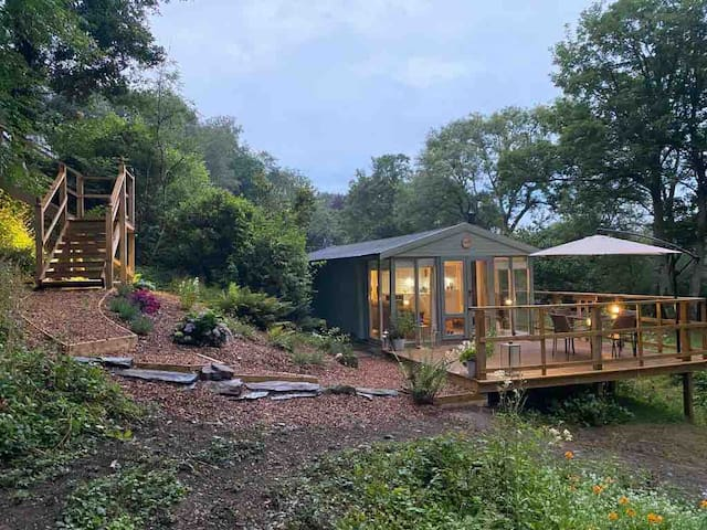 Bluebell Riverside Cabin with Wood fired hot tub