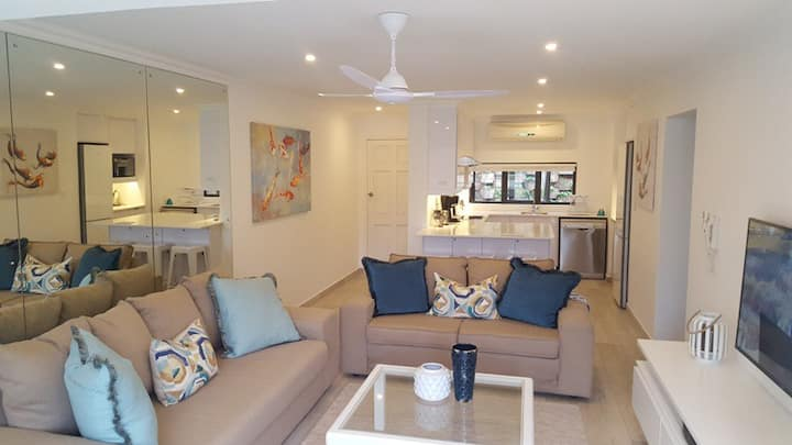 The Shades - Luxury Garden Apartment