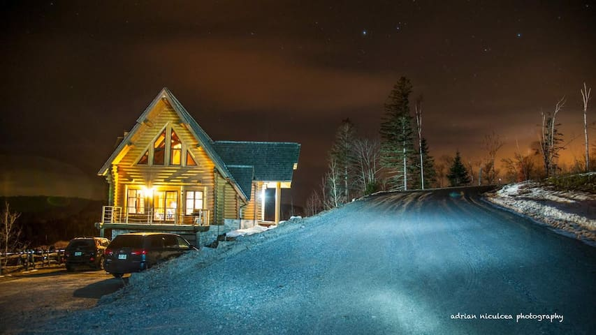Log cabin 15 minutes from tremblant! Spa, pool