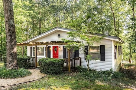 Waterfront Cottage with dock on Lake Hartwell