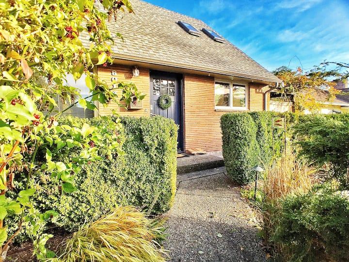 Established Wedgwood house in park-like setting