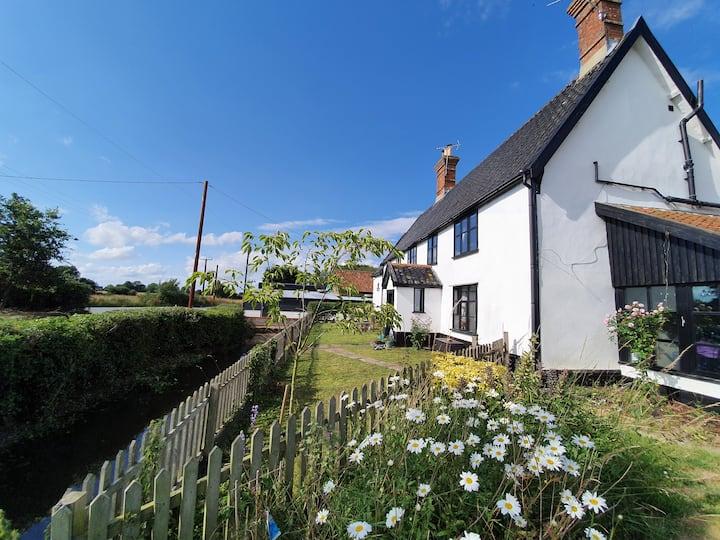Farmhouse family retreat near the Suffolk coast
