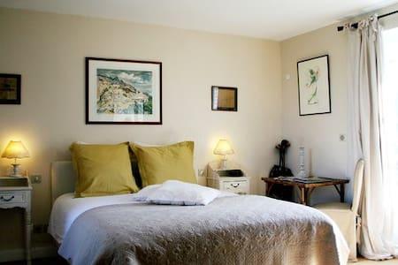Chambre d'hôtes Figuier, Rives d'Honfleur - Berville-sur-Mer - Pension