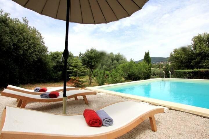 Les Cigales - piscine et mer à 3km environ - Ceyreste - Huis