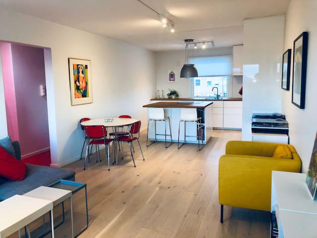 Fresh and funky 3 bedroom with lots of light