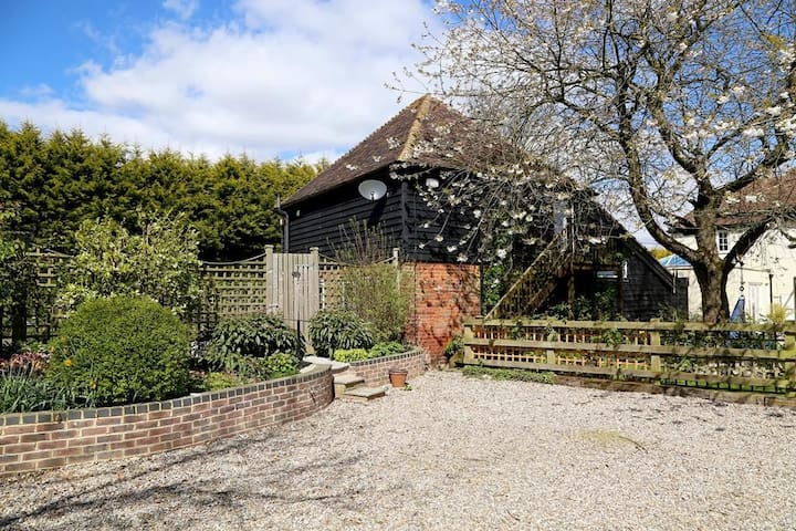 Charming barn conversion in a beautiful rural setting, The Granary at Kenylon