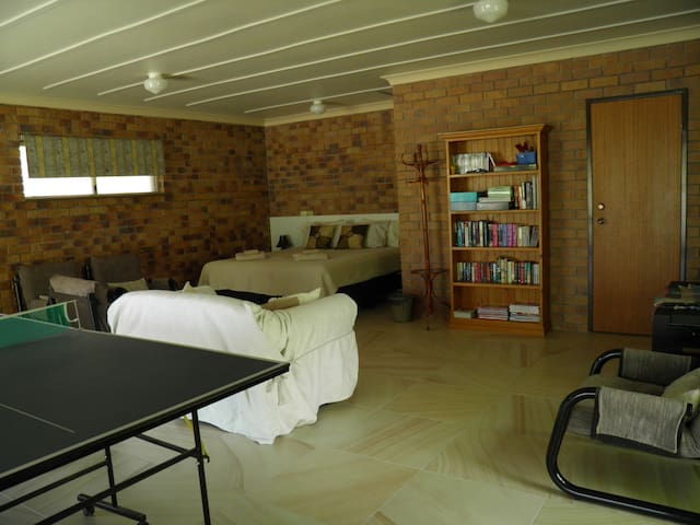4th Bedroom (extra 3 persons)