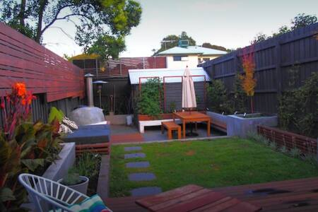 Lovely home near train, parks, shops and more! - Caulfield North