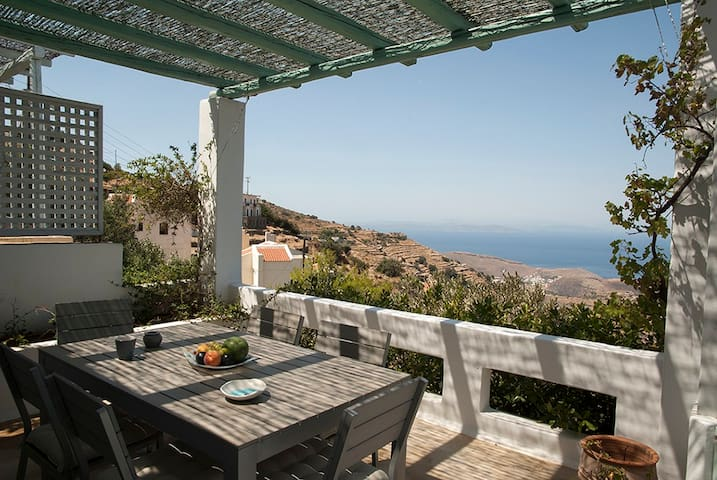 VILLA CHRISTINA A MAISONETTE WITH SPECTACULAR VIEW - Ioulis - Hus
