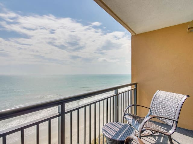 Direct Oceanfront One Bedroom Condo at The Island