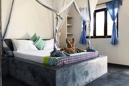 PAJE, COZY ROOM IN PRIVATE VILLA WITH POOL