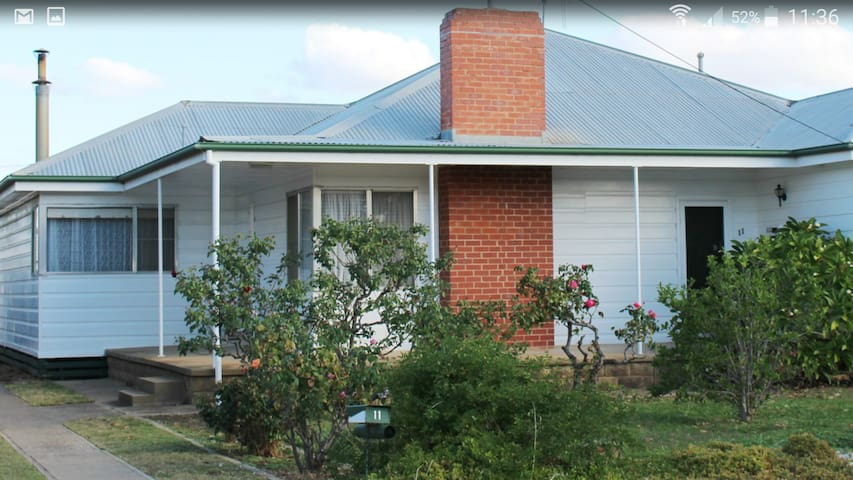 Retro Aussie Home - Yarrawonga - House
