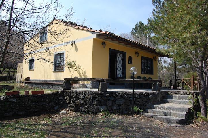 Mountain villa on the Etna with private pool - Linguaglossa - Villa