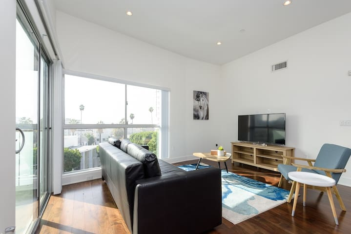 SOOTHING 3BR+3BA PH BY WALK OF FAME IN HOLLYWOOD