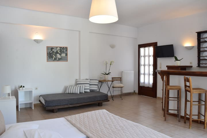 """""""Charming apartment in the center of Parikia"""""""