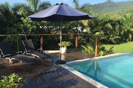 Ensuite room in tropical setting.. - Smithfield - House