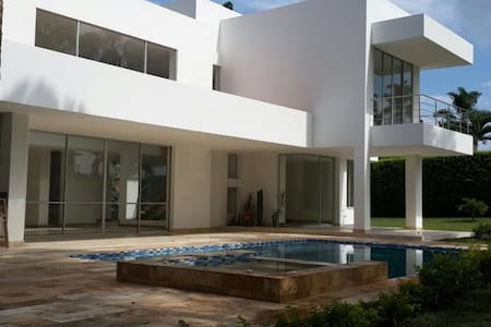Beautiful, New Home in Maracay Cerritos Pereira - CERRITOS - 独立屋