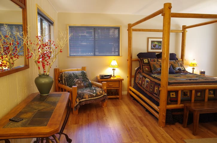 Inviting cabin in great location, hot tub, wi-fi - South Lake Tahoe - Huis