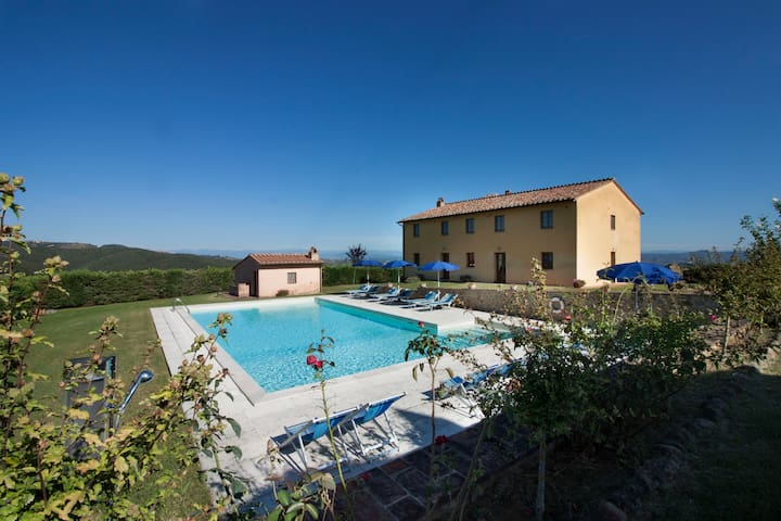 Villa Caggio with dependance, private pool & wi-Fi