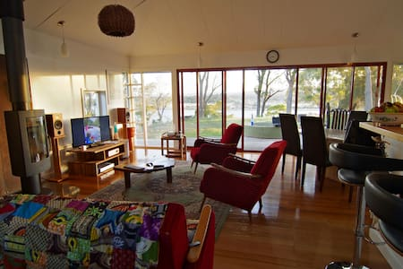Tamar River Waterfront Retreat - Dilston