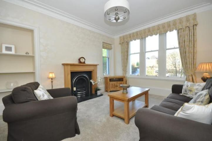 Superb 3 Bed Flat near Glasgow and National Parks - Milngavie - Daire
