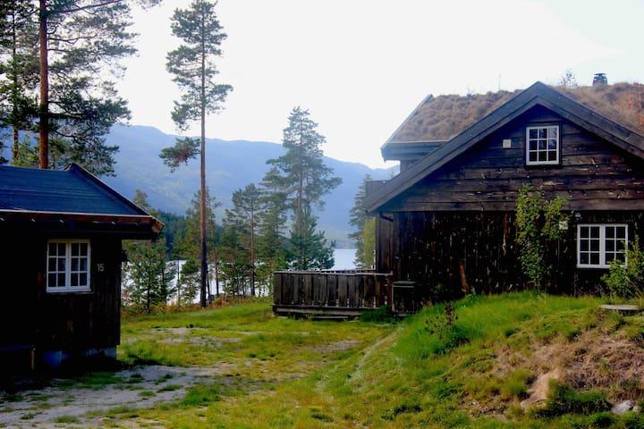 Stor hytte 50 m fra vannet i Vrådal