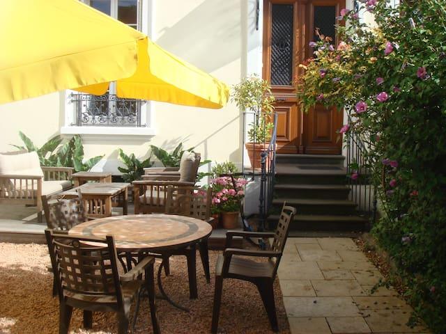 Belle maison ensoleillée dans quartier privilégié - Vichy - Rumah