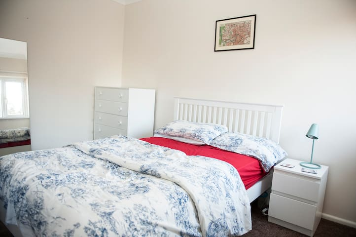 A nice Double Room available - Bristol - Apartment