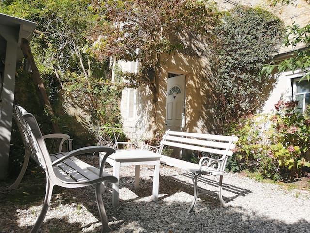 Studio in the heart of Caen with private courtyard