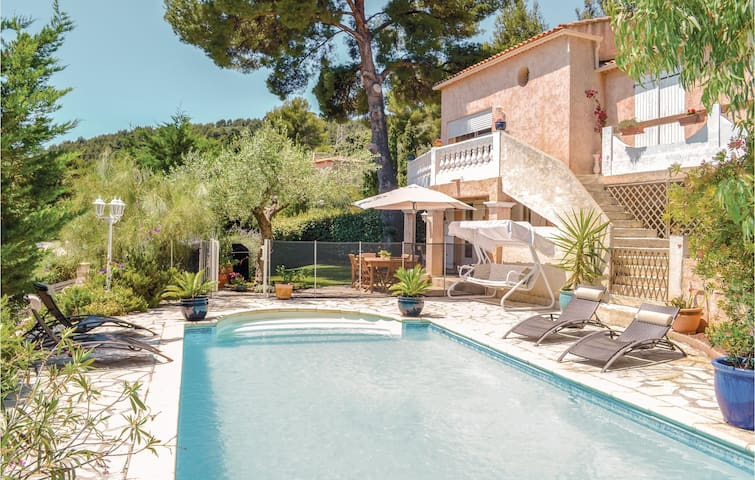 Nice home in La Valette du Var with WiFi and 2 Bedrooms