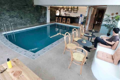 Ensuite Twin Room w/ Pool and Restaurant (C)