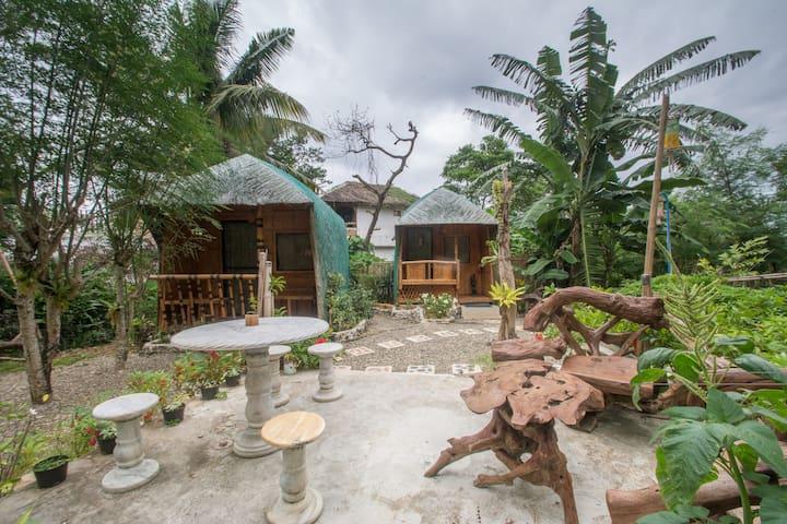 Eden Villa Balinese Twin Hut 900 meter from Stn 3