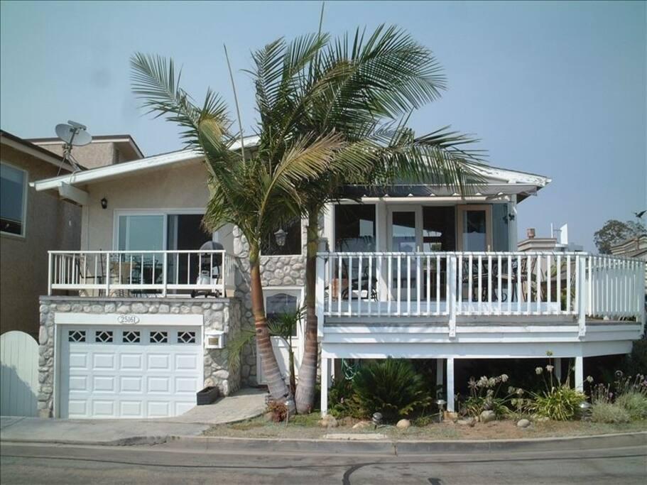 Casa Elevado on hill overlooking Pacific Ocean