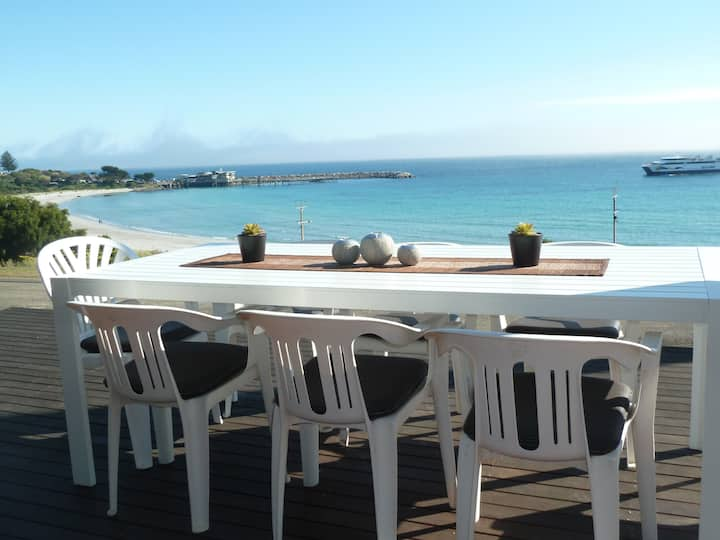 Fantastic location over the bay,  free wifi