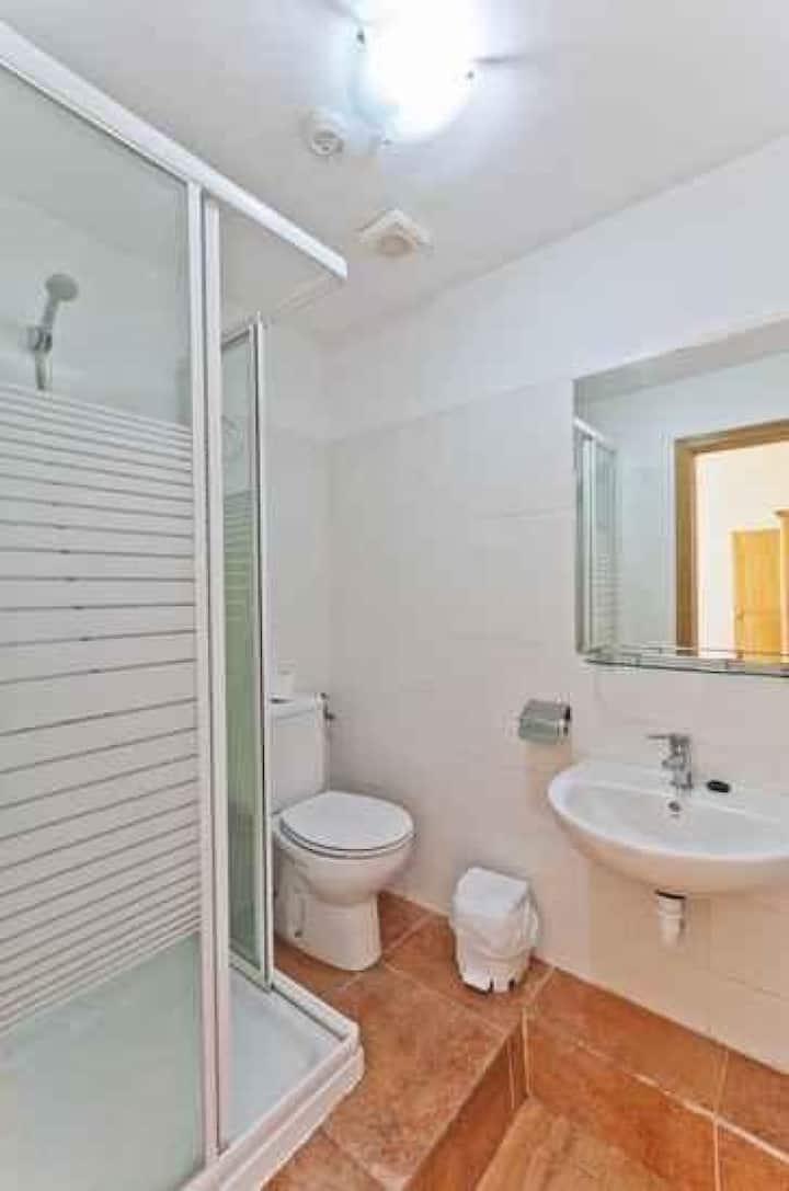 Doble dos camas Interior (baño completo) en Hostal Kasa