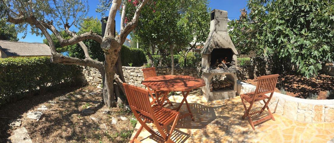 Cosy Semidetached House @Vranjica-Trogir, Beach40m - Seget Vranjica - Szeregowiec