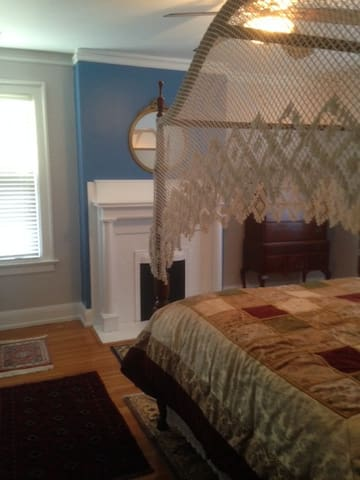 Master Suite - Averett Univ. Area