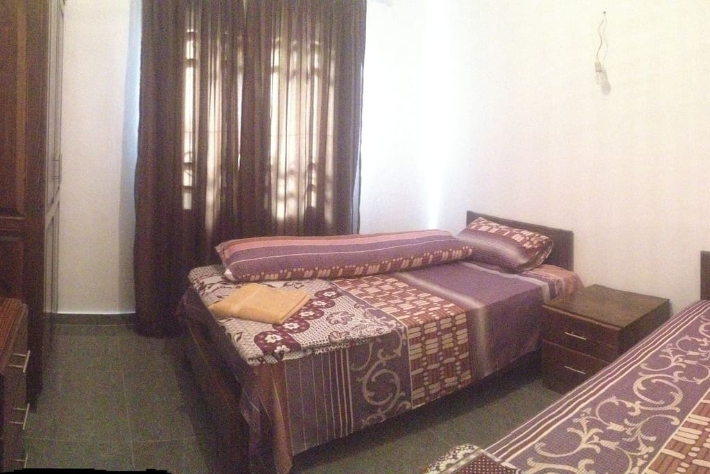 bedroom with twince bed