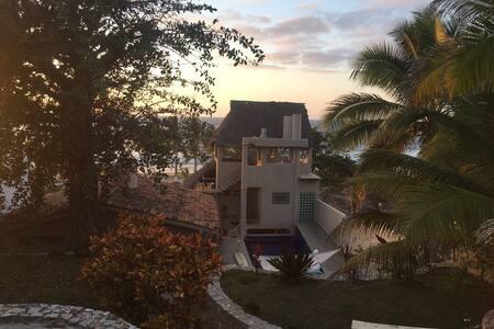 Casa de Las Olas, Playa Litibu