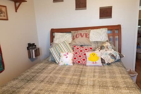 Private queen bed entire upstairs wing in DFW