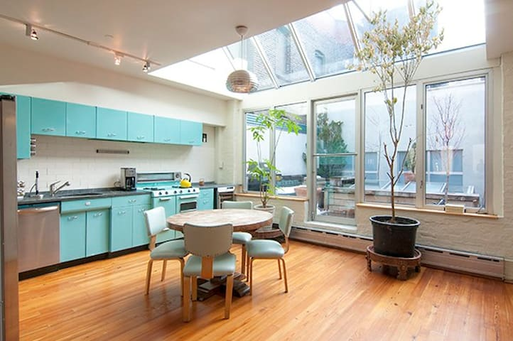 Stunning 2 Bedroom With Duplex Deck! - Nova Iorque - Apartamento