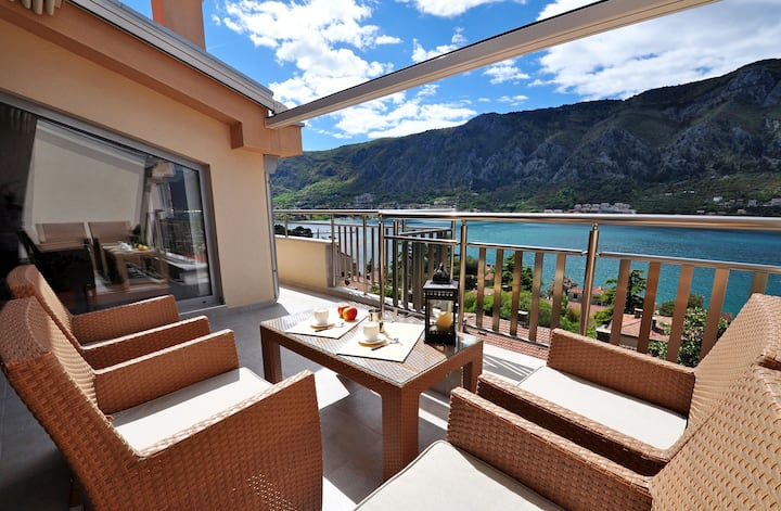 2 Bedroom Apartment near Kotor Old Town