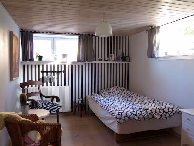 Lyst værelse, 100 m fra fjorden - Ringkøbing - House
