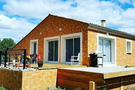 Espace et convivialité à laragne - House