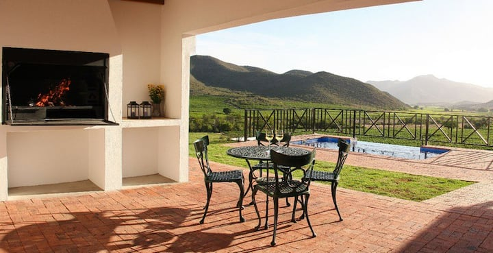 2 Bed farmstay cottage within nature, aircon, pool