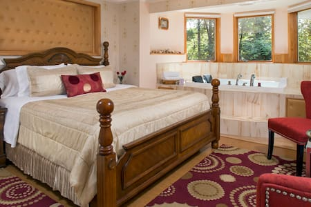 Cherry Valley Manor B&B in Poconos Jacuzzi + View - Stroudsburg - Bed & Breakfast