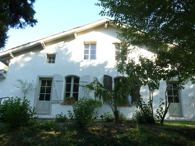 Beautiful holiday farmhouse. Superb location - Dalou - Hus
