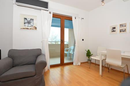 Delfina Apartment 03